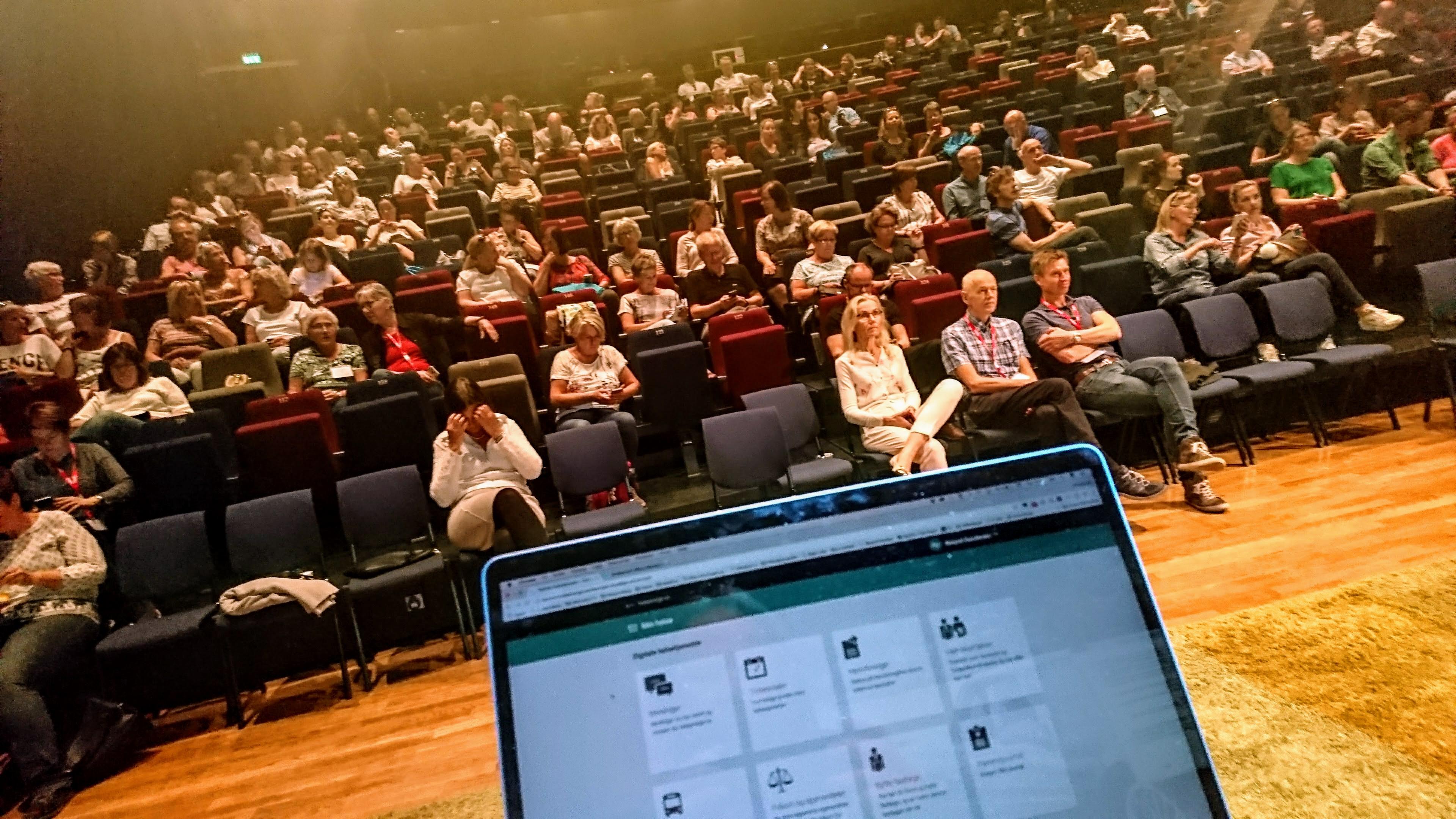 Bilde tatt av foreleser utover salen.
